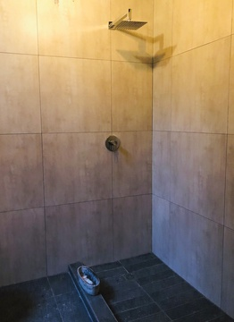Terebinte 1: Bathroom with walk in shower